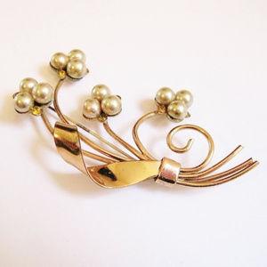 Flower Pin Brooch-Goldtone-Pearl-Yellow Rhinestone